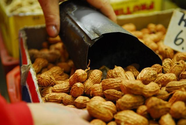 Confira 10 benefícios do amendoim, mas não exagere na quantidade.